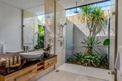 Villa Aramanis - Indah, Guest ensuite bathroom two