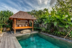 Villa Aramanis - Indah, Pool and pool bale